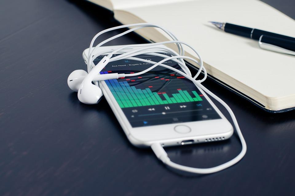 Elektronisk bokföring och rapportering i mobilen med RedovisningsHuset