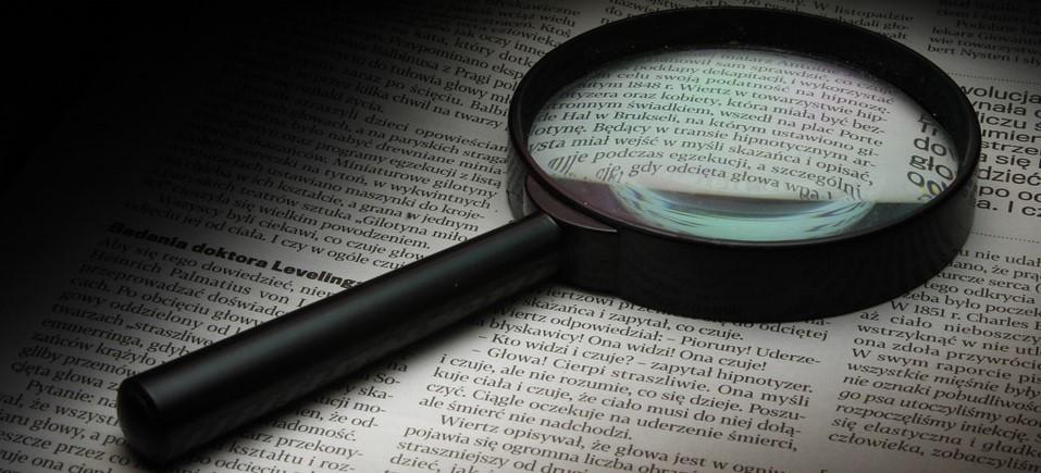 Förstoringsglas, granskar text